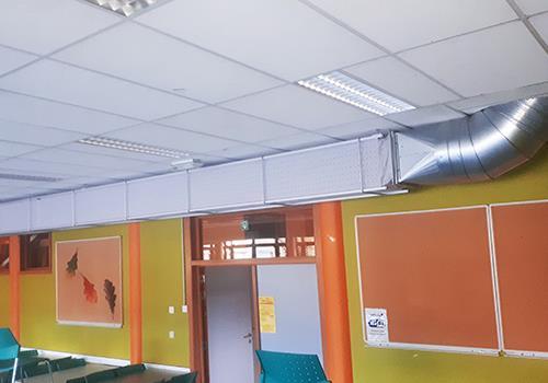Vierkante textielkanalen in school