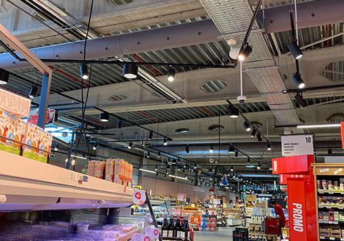 Luchtverdeling via textielkanalen in Delhaize winkel